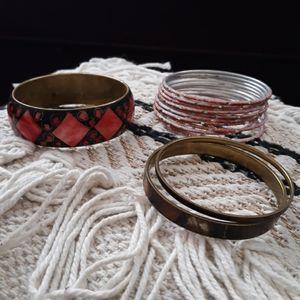 Jewelry - 🖐$3🖐 constume jewelry bracelets